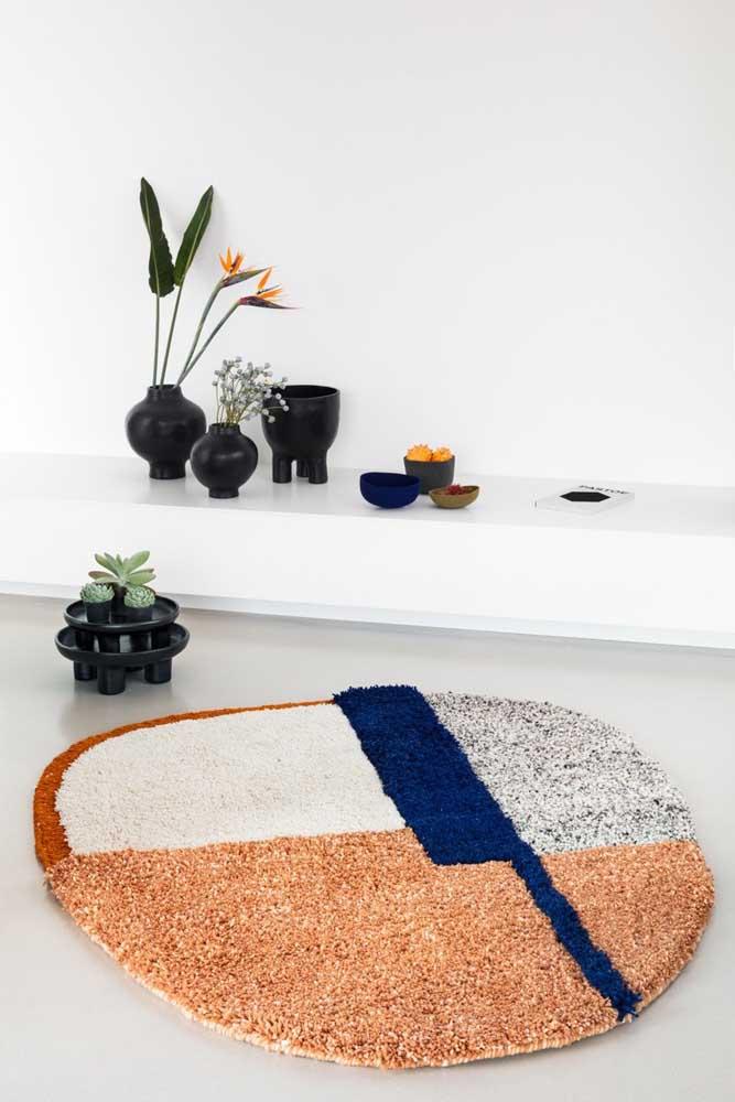 Quer um modelo mais moderno de tapete de frufru? Então inspire-se nesse aqui da imagem e faça o seu