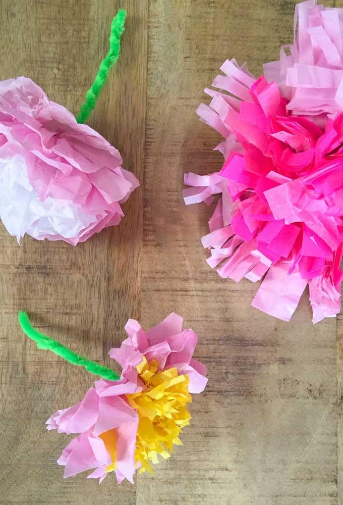 Flores de papel de seda com haste. Ótima dica para noivas, noivinhas, debutantes e damas de honra