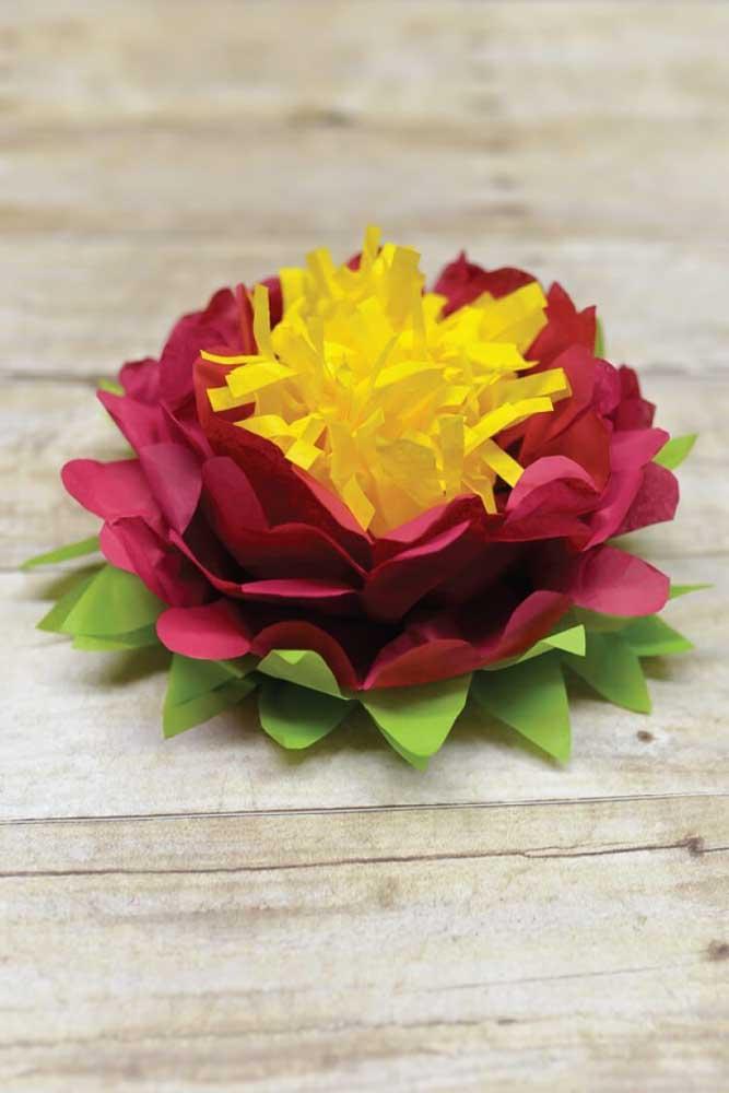Dá para acreditar que essa flor de lótus foi feita com papel de seda?