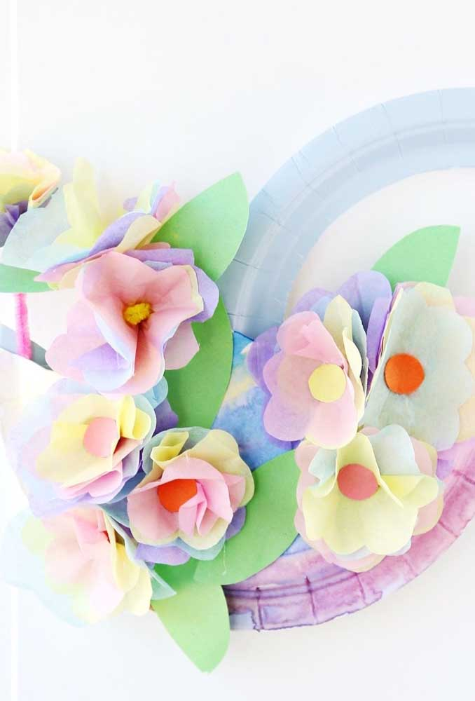Flores de papel de seda coloridas e lúdicas