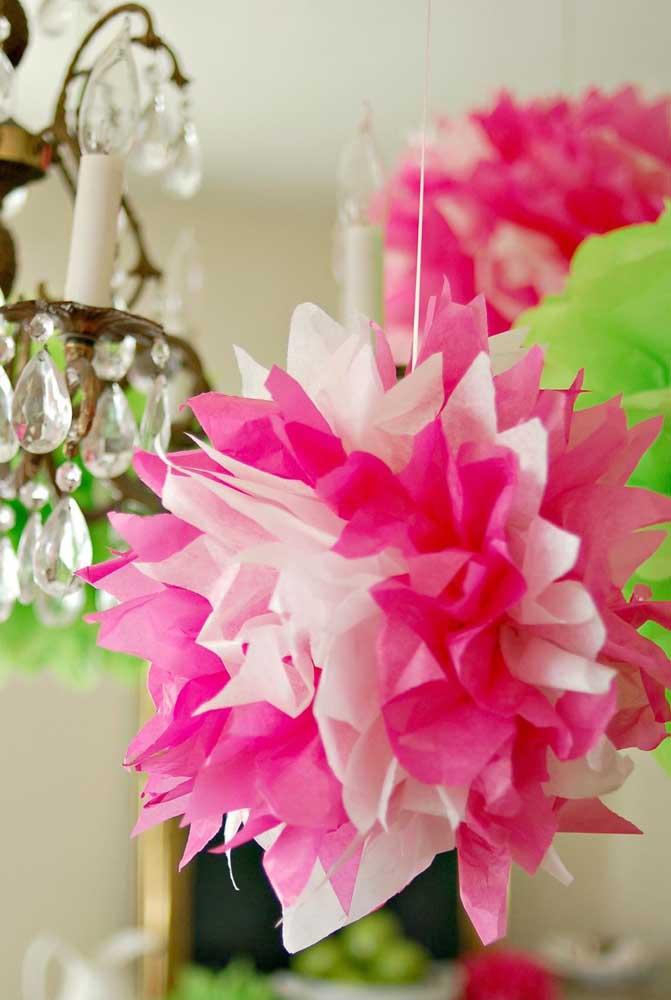 Flor de papel de seda suspensa: redonda e igual em todos os lados