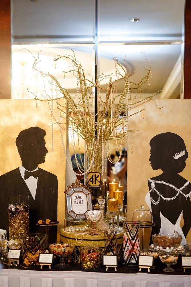 Uma belíssima inspiração de mesa de doces para o baile de máscaras