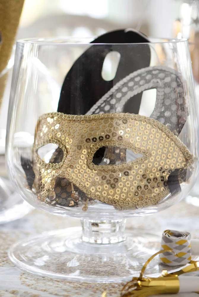 Ao invés de flores, decore o baile com máscaras
