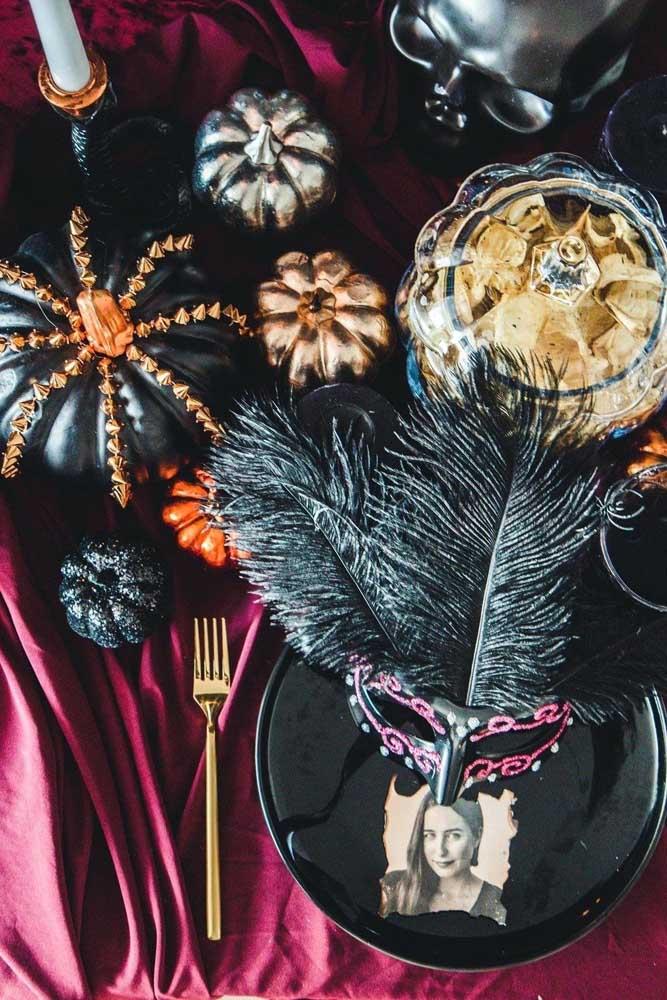 Baile de máscaras para celebrar o Halloween