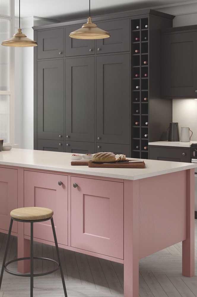 Essa cozinha provençal moderna manteve as características do estilo nas cores e nos puxadores