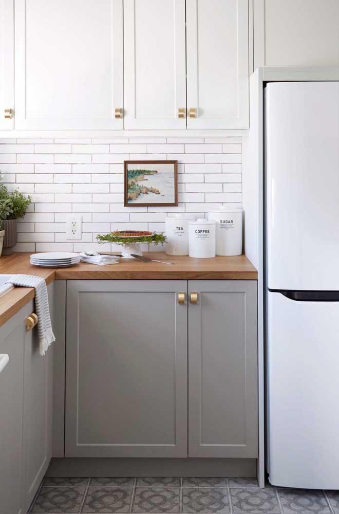 Bancada de madeira para a cozinha provençal clássica
