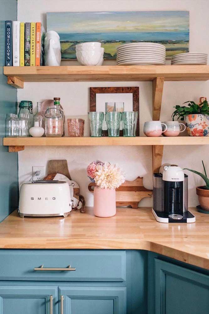 O retrô e o provençal se unem perfeitamente nessa cozinha