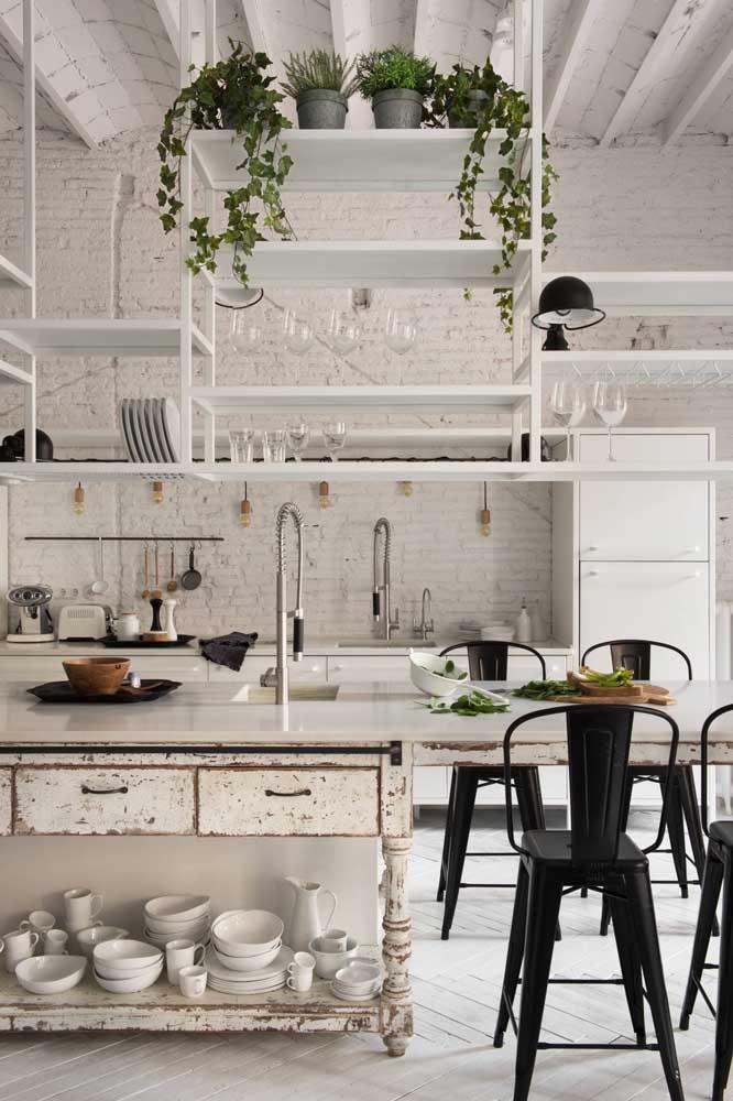 Um belo mix de estilos para essa cozinha provençal