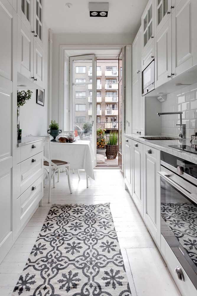Cozinha provençal em preto e branco