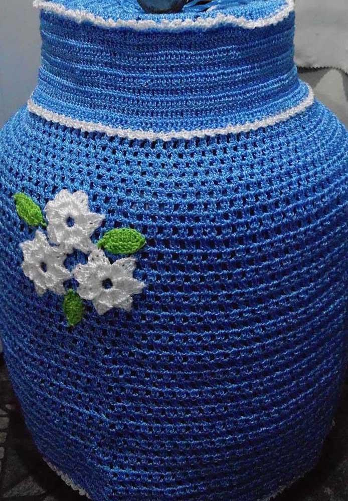 E o que acha de sair um pouco do comum e investir em uma capa com tom de azul royal?