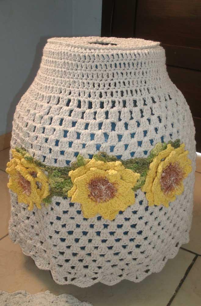 Na dúvida de como decorar a capa do botijão? Faça flores em crochê, fica sempre lindo!