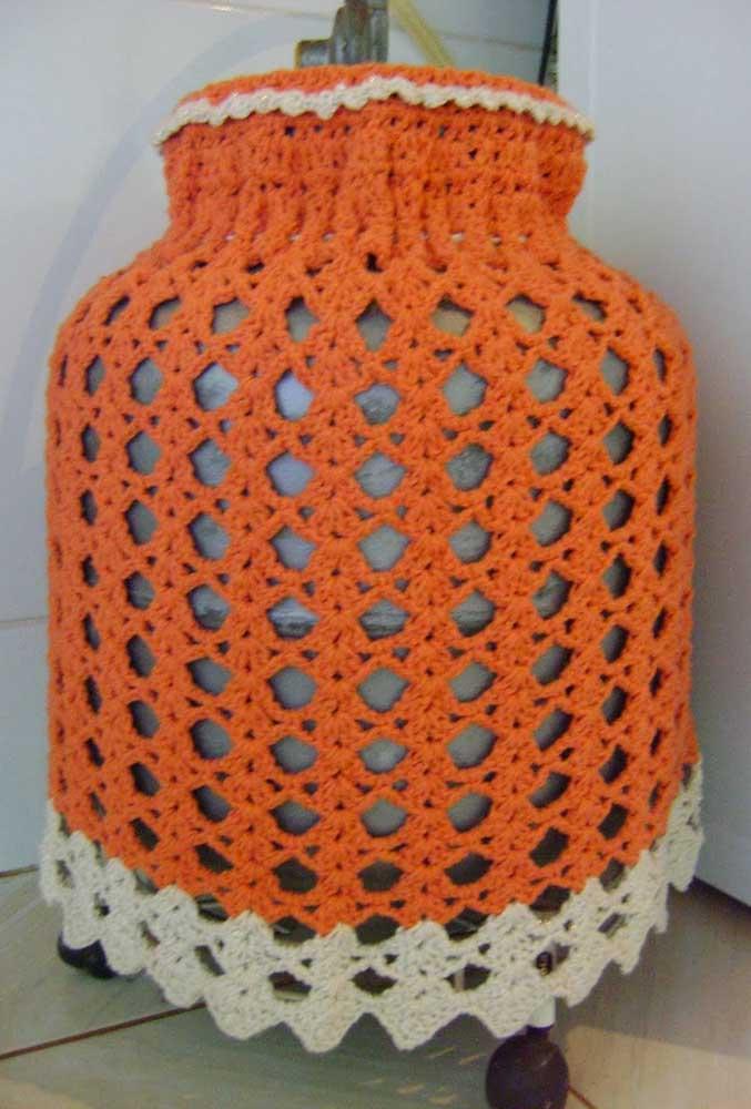 Capa de botijão em crochê laranja para não passar despercebida na cozinha