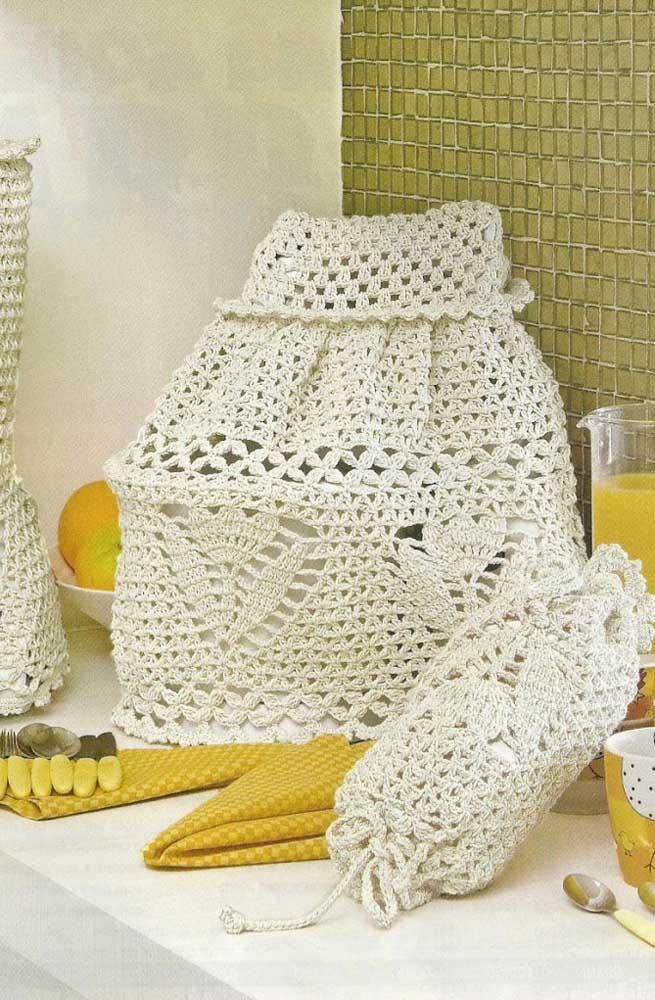 Conjunto completo em crochê: capa de botijão, capa de liquidificador e guarda sacola