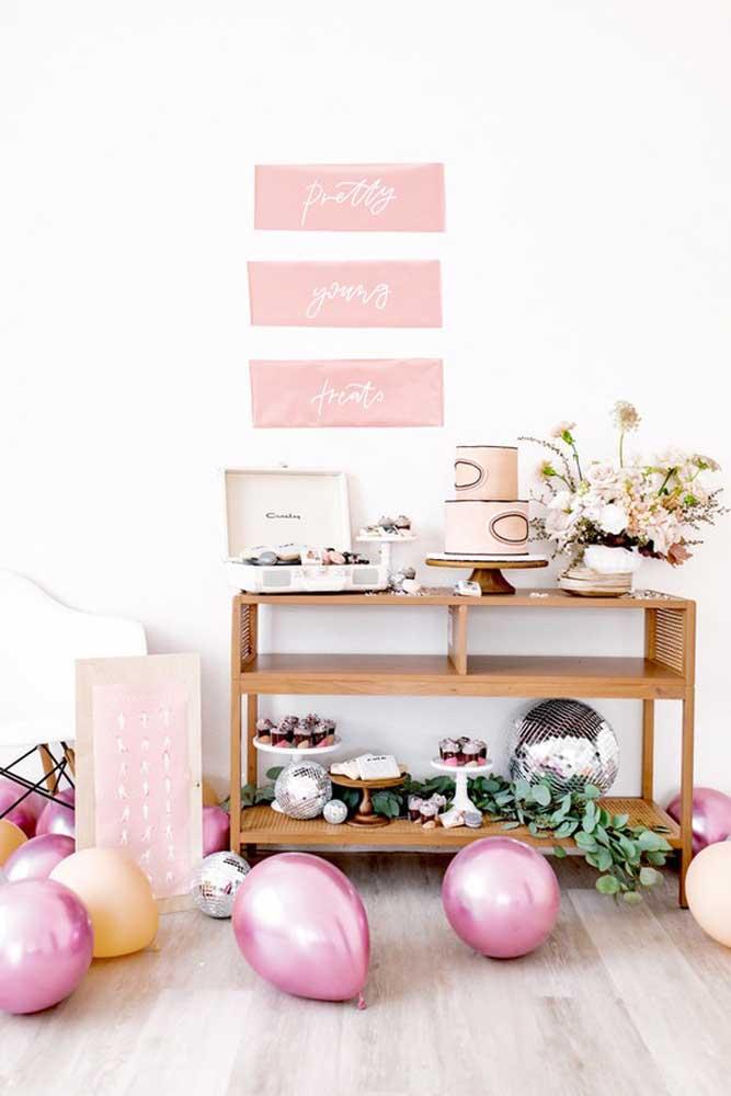 Vai ter bolo no dia das mães? Então capriche no painel para decorar a mesa