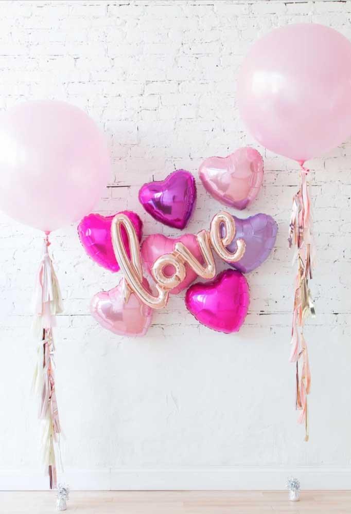 Sempre é possível fazer decorações lindas com balões, incluindo o painel de dia das mães