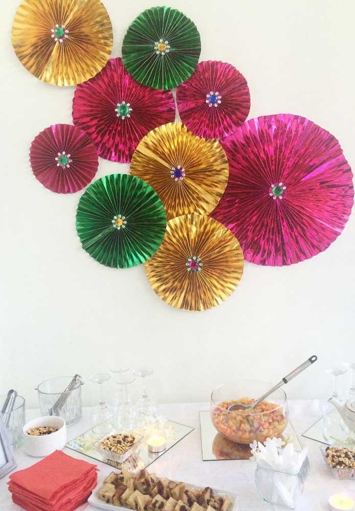 Dobraduras de papel também rendem belos enfeites para compor o painel de dia das mães