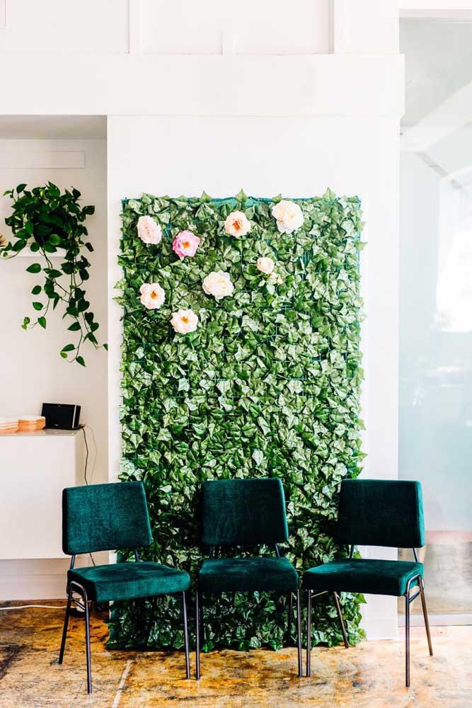 O que acha de criar um muro inglês com flores para comemorar o dia das mães? O painel acaba se tornando também um lindo cantinho para as fotos