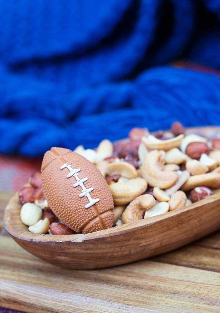Para quem não deseja sair da dieta durante o Super Bowl, a dica é apostar em uma bandeja de frutas secas