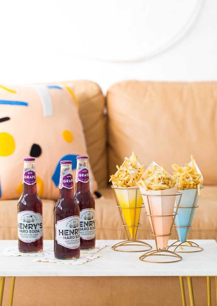 Batatas, cerveja e o sofá. Tudo pronto para assistir o jogo!