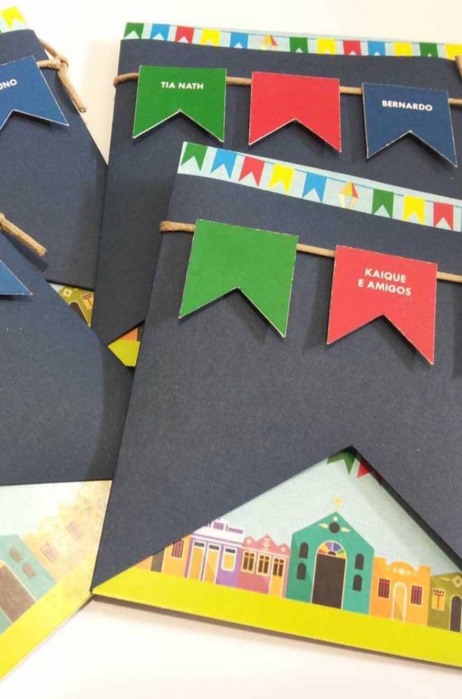 Convite de festa junina criativo feito com bandeirinhas