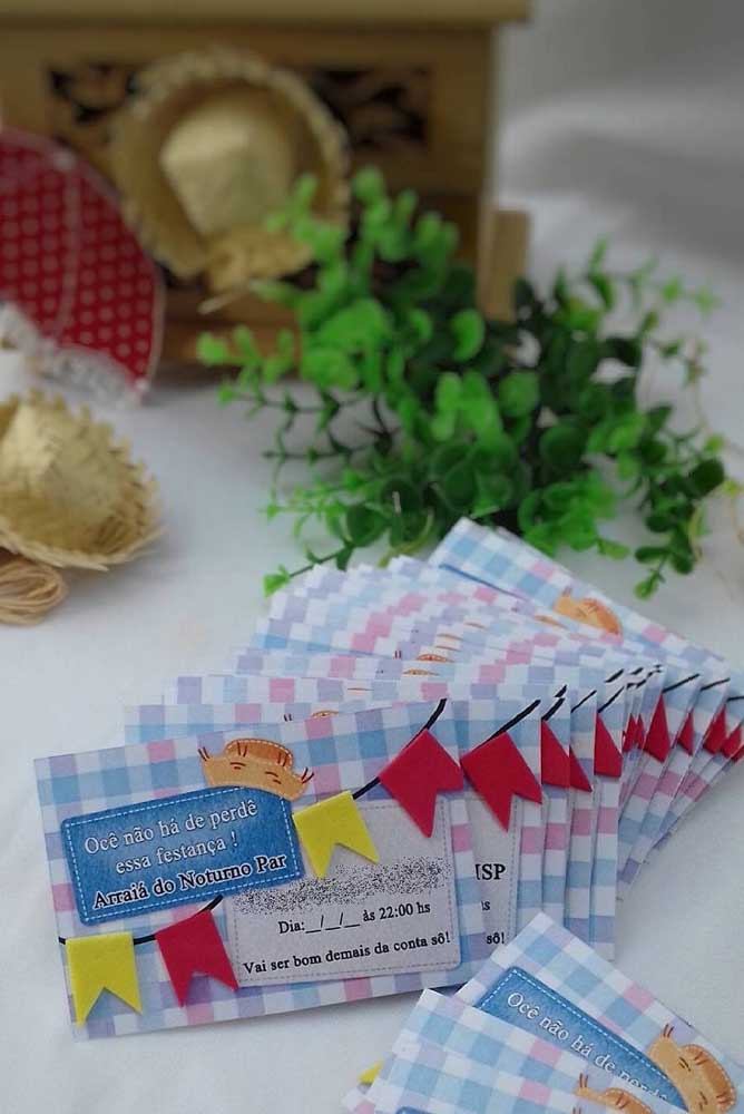 Convite de festa junina simples, mas bem charmoso feito em papel xadrez