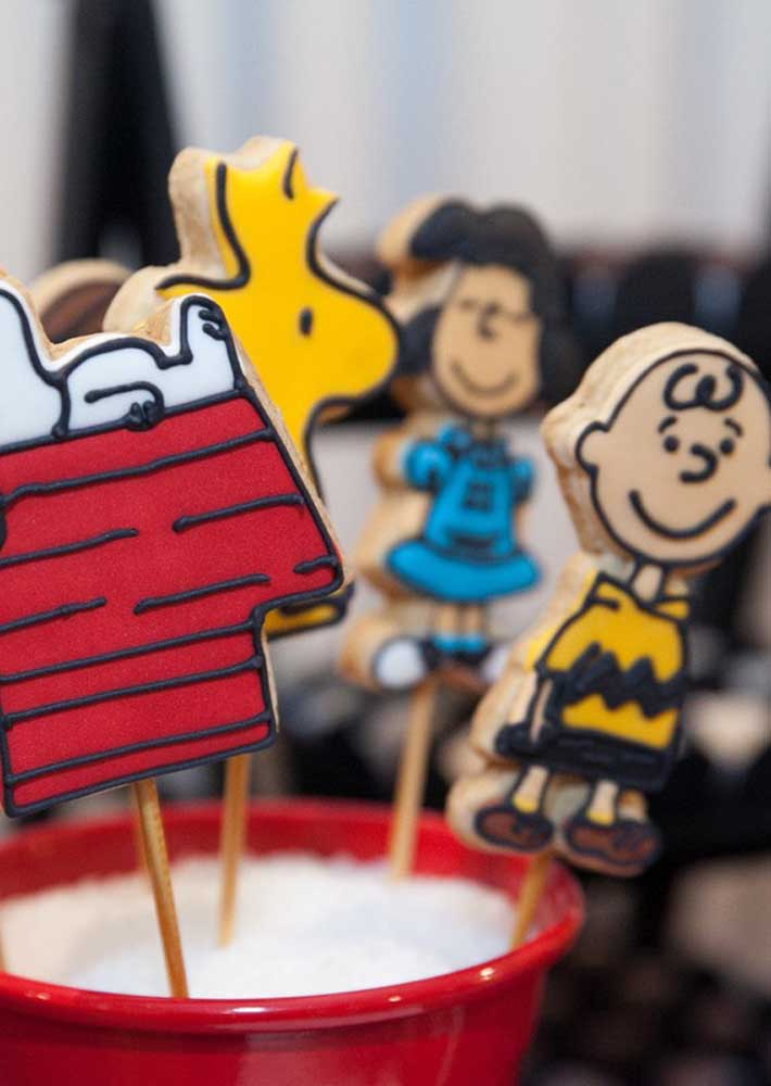 Biscotinhos decorados com personagens da turma do Snoopy