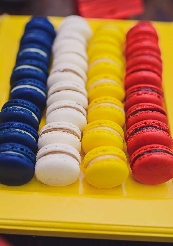 E o que acha de servir macarons nas cores da Festa do Snoopy?