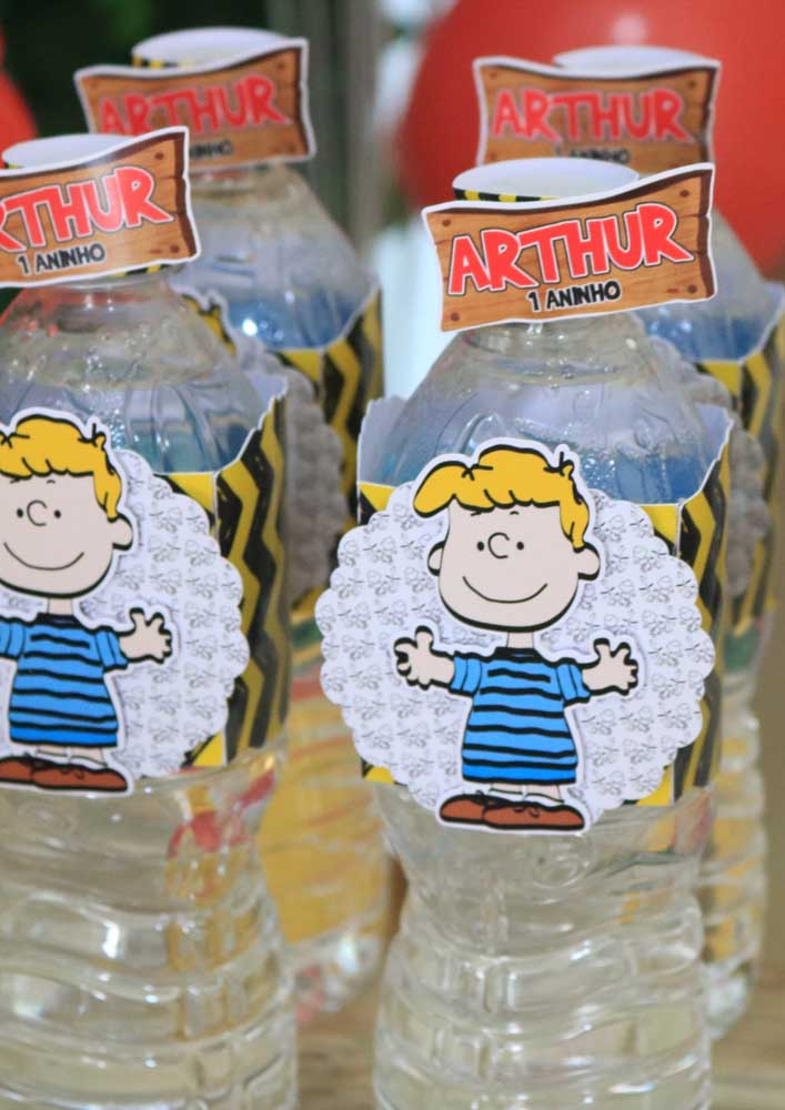 Sugestão de lembrancinha para festa do Snoopy: garrafinhas de água personalizadas