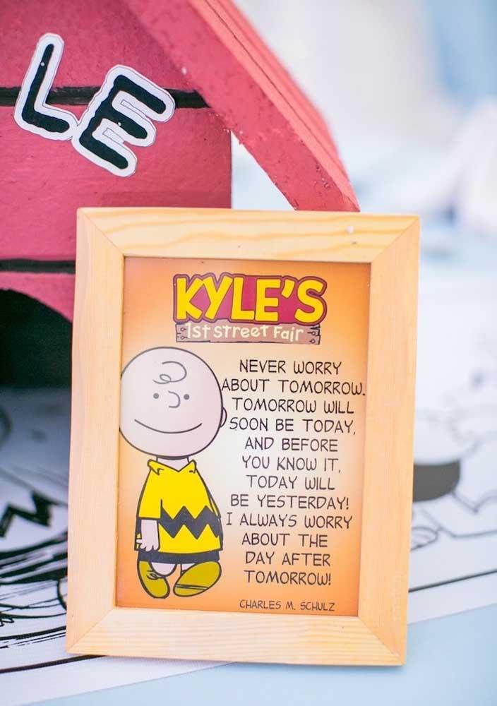 A turma do Snoopy e suas intrigantes percepções sobre a vida são o destaque nessa decoração de festa
