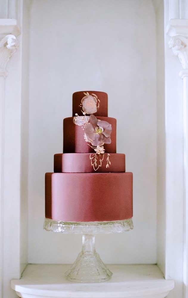 E quanta elegância cabe nesse bolo fake aqui? Um luxo!