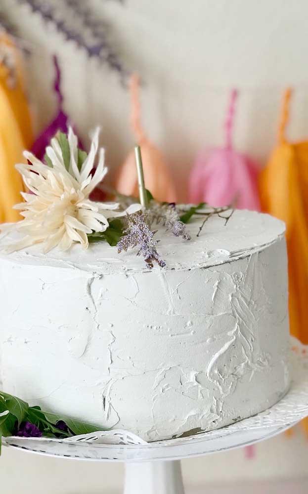 Sabia que dá para fazer bolo fake com massa corrida?
