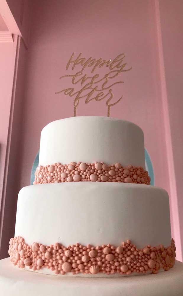 Bolo fake com EVA: vai dizer que não é igualzinho aqueles bolos feitos com pasta americana?