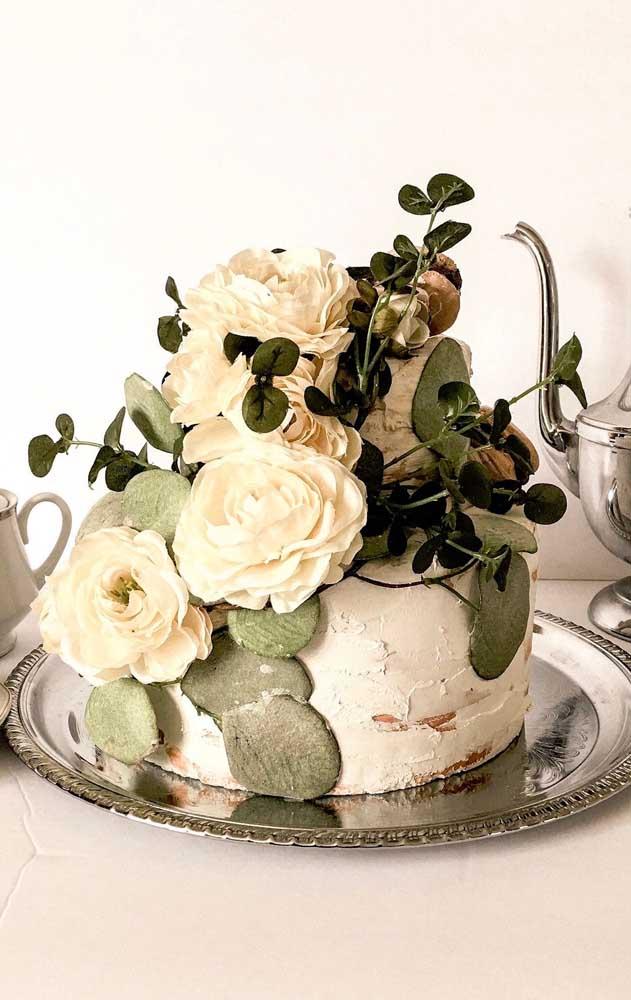Flores para deixar o bolo fake lindo de viver!