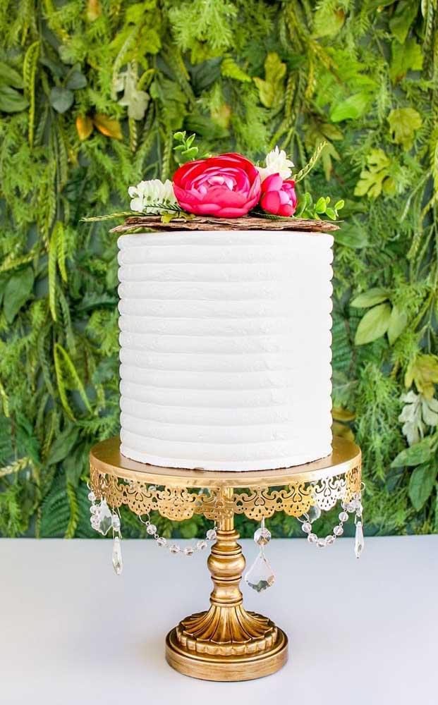 Capriche no suporte para o bolo fake, assim você valoriza ainda mais o falso doce