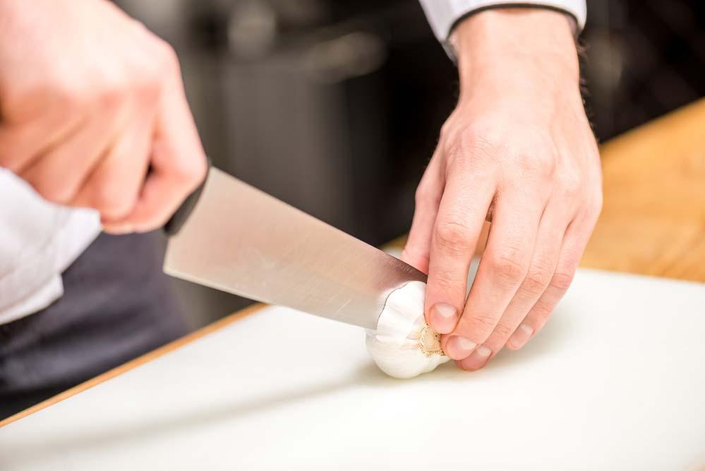 Como tirar cheiro de alho da mão: receitas caseiras e dicas passo a passo
