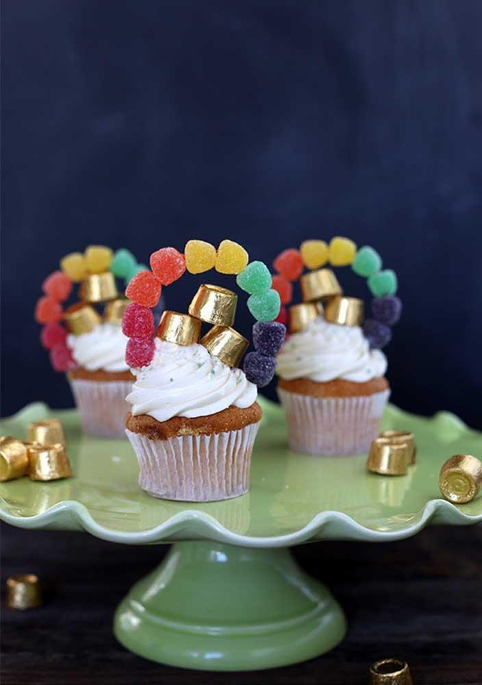 Cupcakes decorados com balas de goma em formato de ferradura