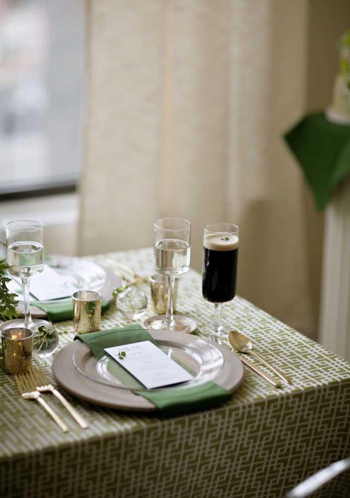 Que tal comemorar o dia de Saint Patrick com muita classe e elegância? Para isso capriche no visual da mesa posta