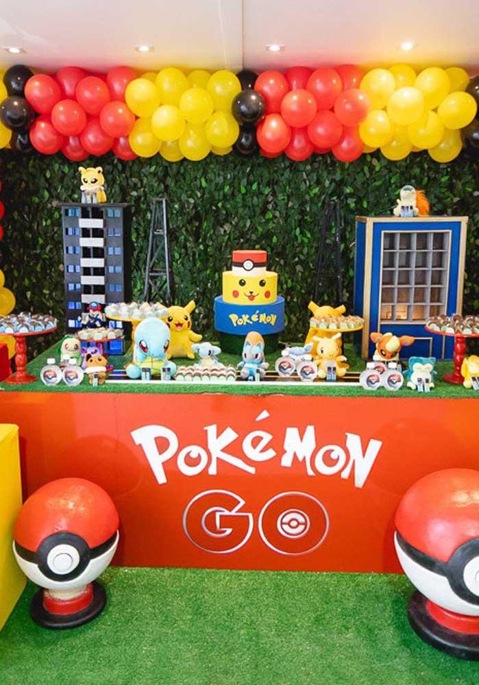 A decoração pokemon deve ser colorida levando em consideração as cores principais do tema.