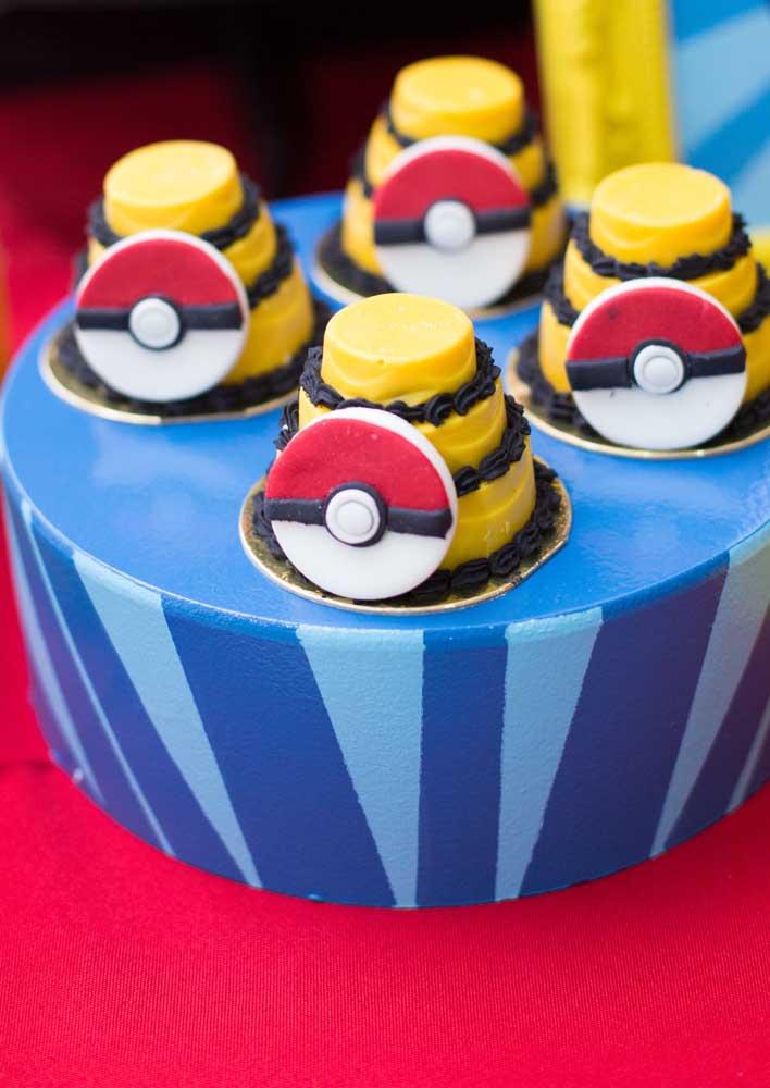 Olha como você pode fazer o centro de mesa pokemon para a festa do seu filho.