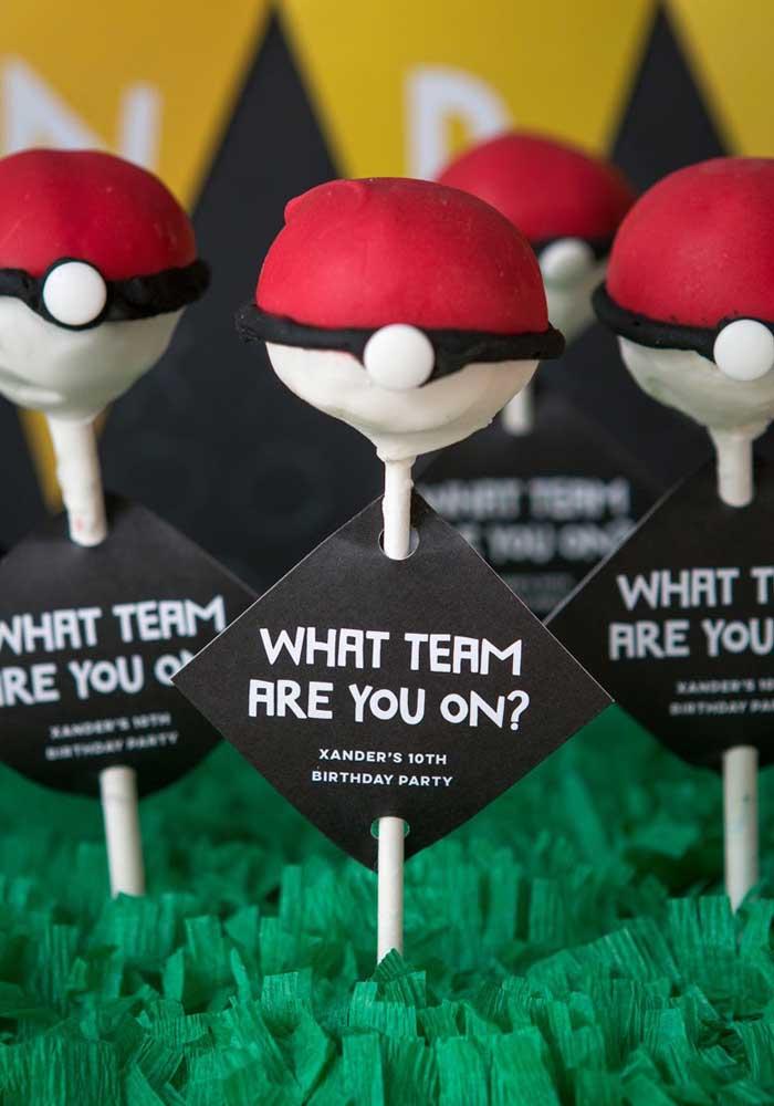 O que acha de decorar as guloseimas da festa do pokemon como se fosse os times de cada liga?