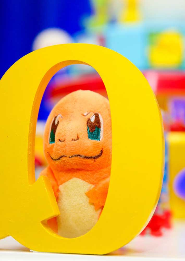 Os monstrinhos do pokemon não podem faltar na decoração da festa.