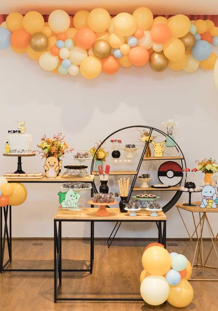 O que acha de fazer uma decoração diferenciada na festa infantil pokemon?
