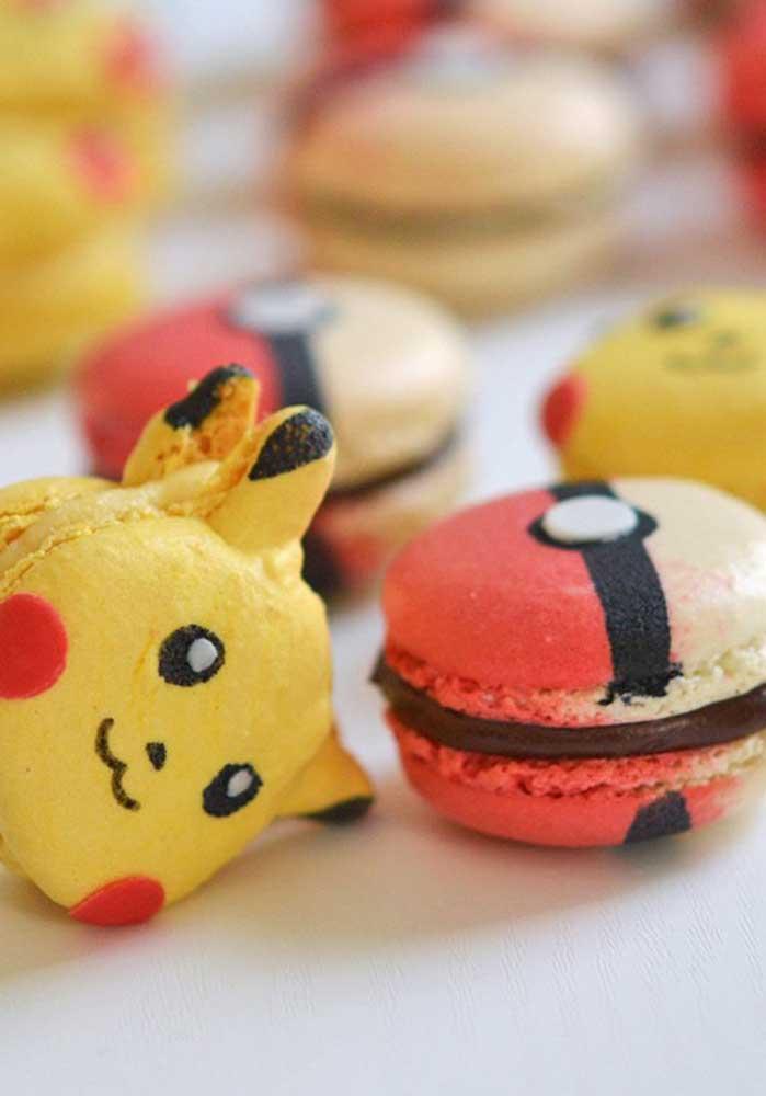 Os macarons ganham formas diferentes com os personagens do pokemon e itens como pokébola.