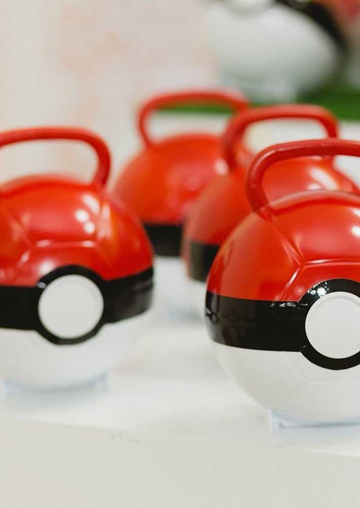 Sabia que é possível comprar pokebolas prontas para decorar a festa pokemon?