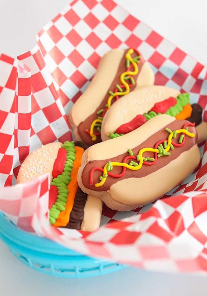 O que acha de preparar algumas guloseimas no formato de cachorro quente?