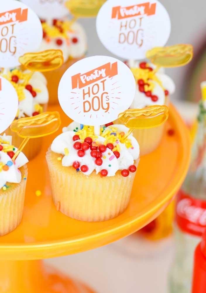 O que acha de servir cupcake na noite do cachorro quente?