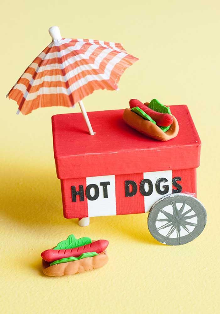 Você mesmo pode preparar alguns itens decorativos para a festa do cachorro quente.