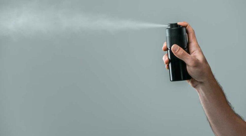 Como tirar mancha de desodorante: veja o passo a passo e a lavagem certa
