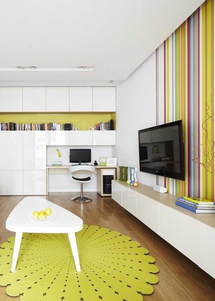 Vista por outro ângulo, essa sala de estar revela tons de amarelo esverdeado