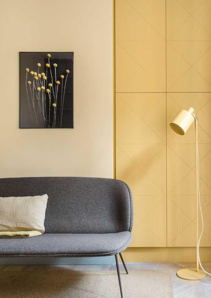 Sala amarela e cinza: moderna, sóbria e discreta